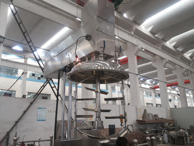 vacuum mixer equipment.jpg