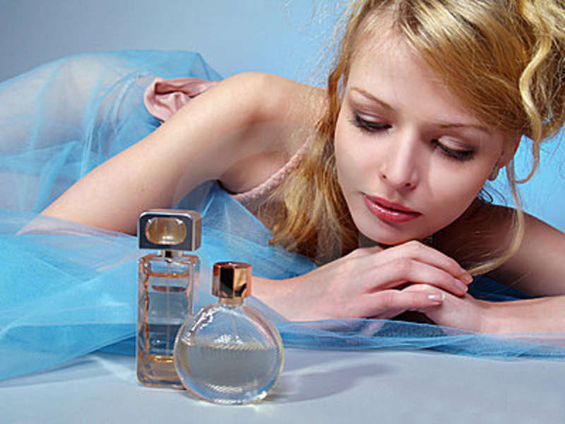 beautiful-sexy-woman-perfume-bottle-after-filling-crimping.j