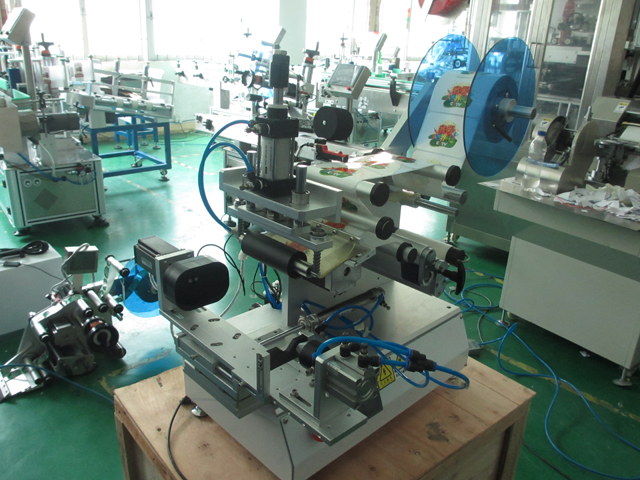 custom labeling machine model YX-LM520.jpg