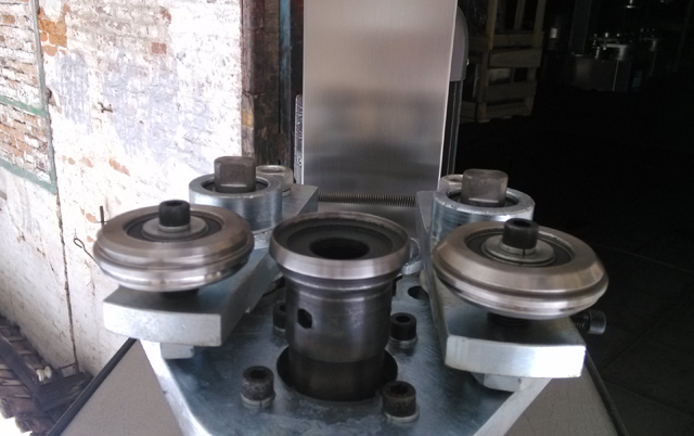 capping heads for sealing.jpg