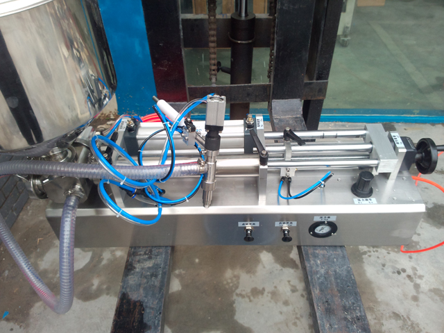 filling machines semi automatic model YX-LC03.jpg